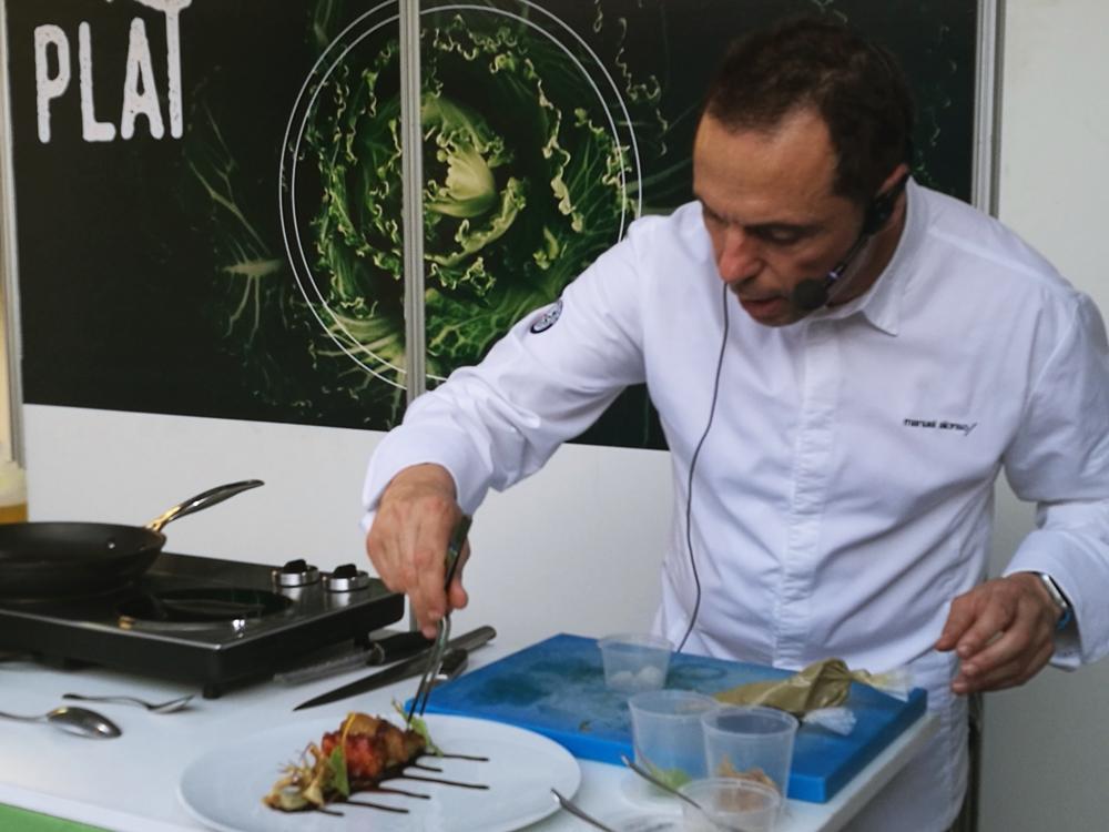 Manuel Alonso chef de estrella michelín en la fira de les comarques 2017 en un showcooking