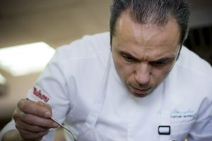 Chef Manuel Alonso, restaurante Casa Manolo con una estrella michelín y dos soles repsol. Daimús - Valencia